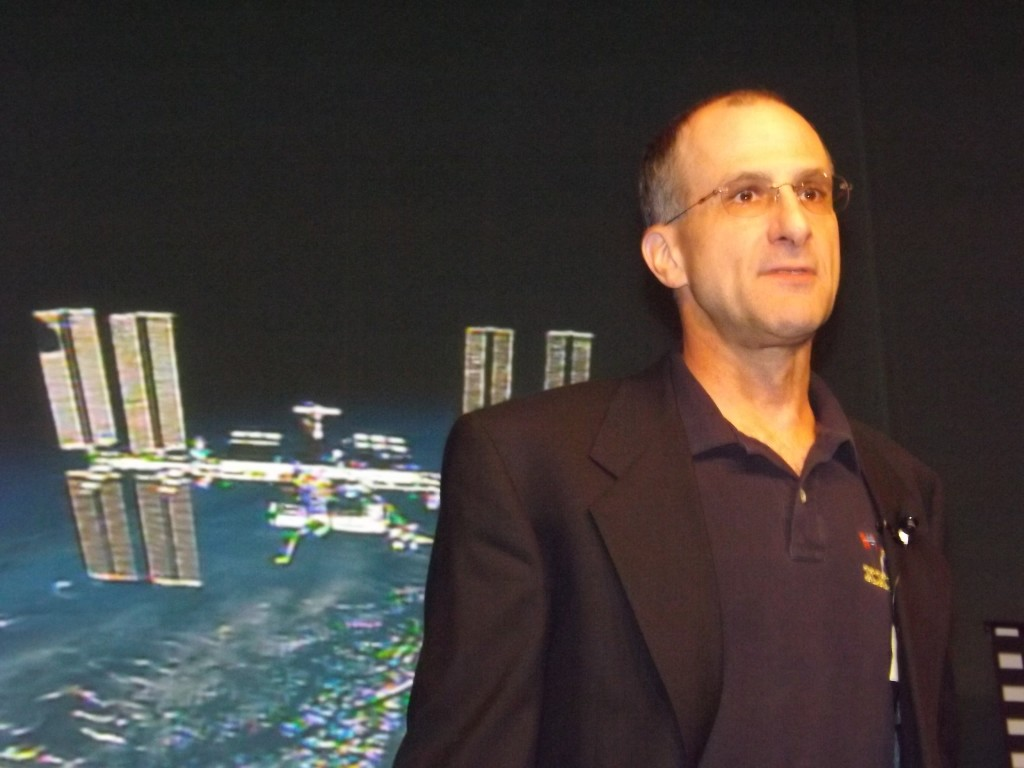 Astronaut Don Pettit speaks with social fans at NASA Social